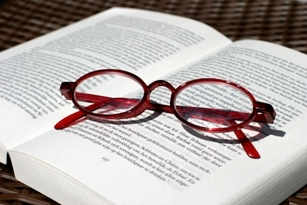 Book_and_glasses_2
