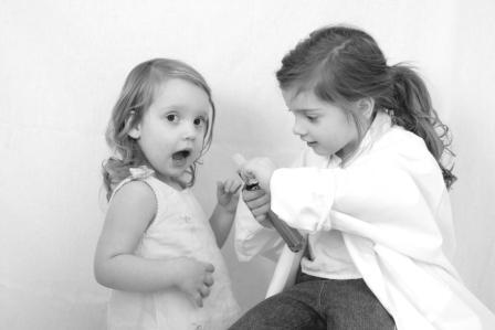 Two_little_girls_playing_doctor
